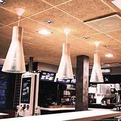 Cewood, akustiikkalevy, akustiikkalevyt, akustiikkalevy seinään, akustiikkalevy kattoon, akustiikkapaneeli, kahvila, ravintola