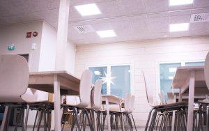 Cewood, akustiikkalevy, akustiikkalevyt, hirsitalo, akustiikkalevy seinään, akustiikkalevy kattoon, akustiikkapaneeli, sisustus, akustiikkalevy sisustukseen, akustiikkalevy julkisiin tiloihin, akustiikkalevyt karsikon seurakunta, karsikon seurakunta, akustiikkalevy yleiset tilat