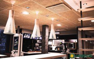 Cewood, akustiikkalevy, akustiikkalevyt, akustiikkalevy seinään, akustiikkalevy kattoon, akustiikkapaneeli, sisustus, akustiikkalevy sisustukseen, akustiikkalevy ravintola, ravintola, mcdonalds